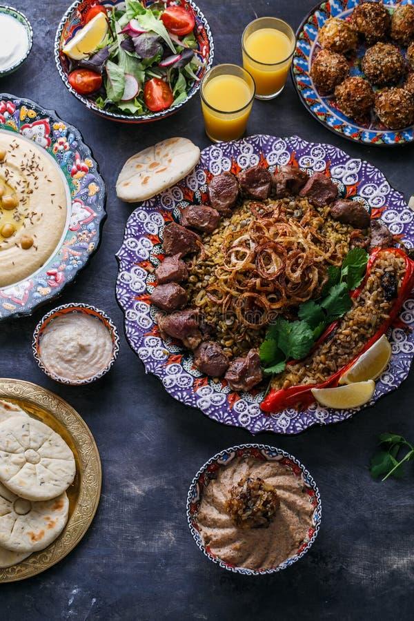 Ближневосточные или арабские блюда и сортированные блюда, взгляд сверху стоковая фотография rf