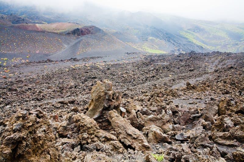 близкая лава etna трясет наклон вверх по вулкану стоковое фото rf