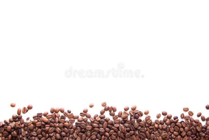 близкая поднимающая вверх линия кофейных зерен текстуры коричневых и стоковая фотография