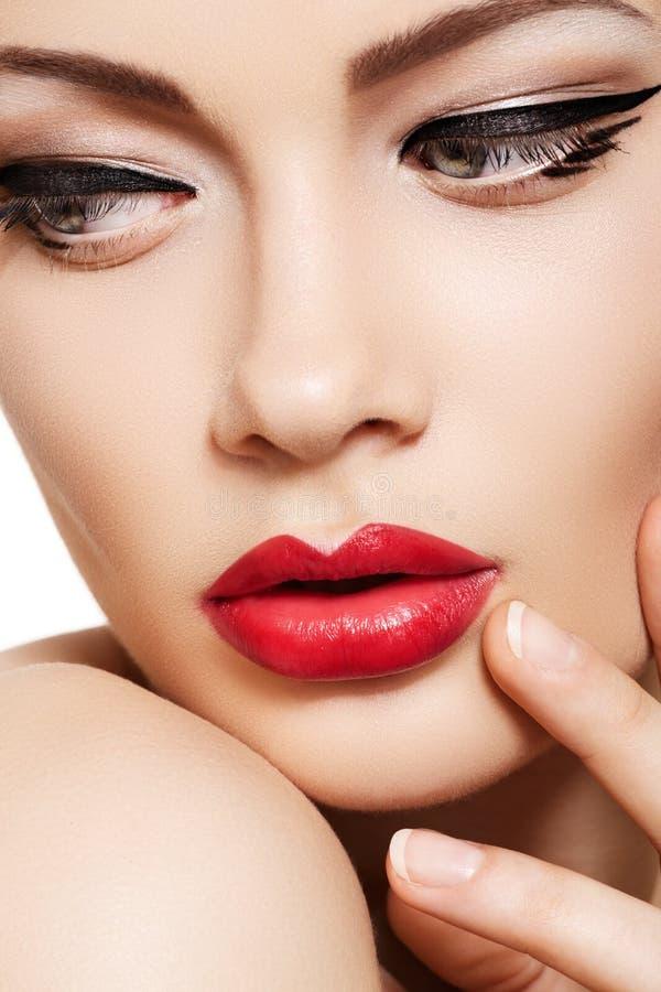 близкие губы очарования способа стороны делают модельное поднимающее вверх стоковая фотография rf