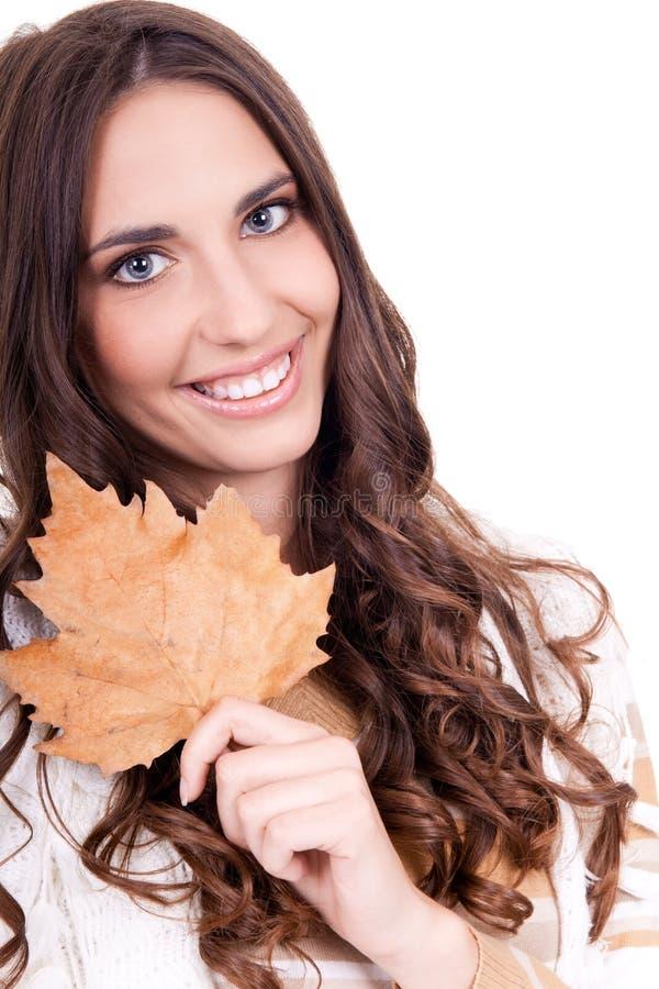 близкие листья удерживания вверх по женщине стоковые изображения