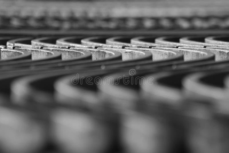 близкие металлические поднимающие вверх волны стоковое изображение