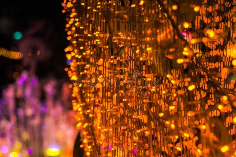 Близкие поднимающие вверх люстры неясные изображения abstrack со светлой предпосылкой стоковые фото