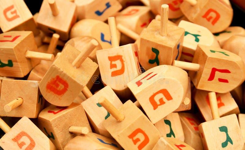 близкие dreidels hanukkah вверх стоковая фотография