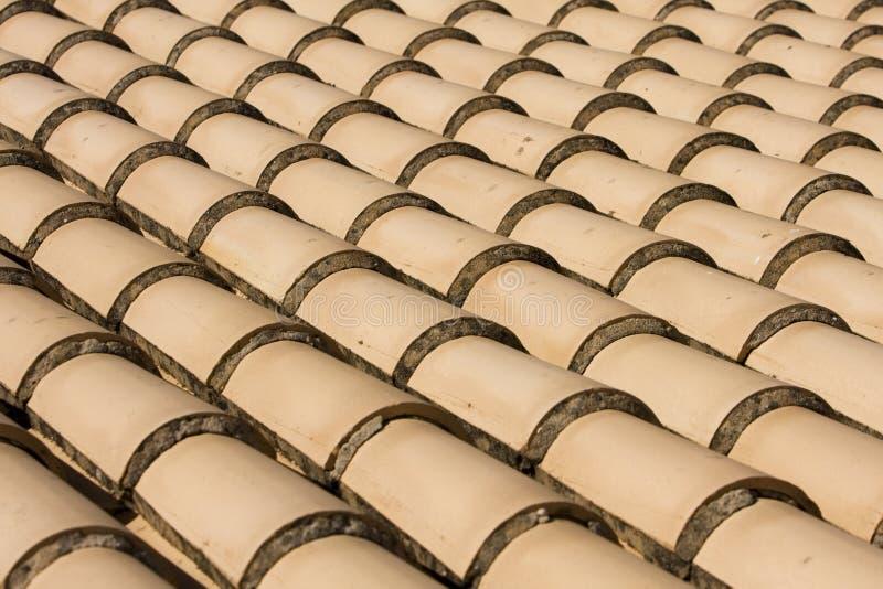 близкий красный взгляд плиток крыши стоковая фотография