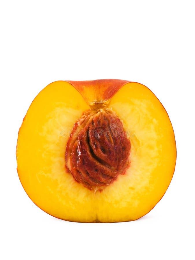 близкий половинный персик вверх стоковое изображение rf