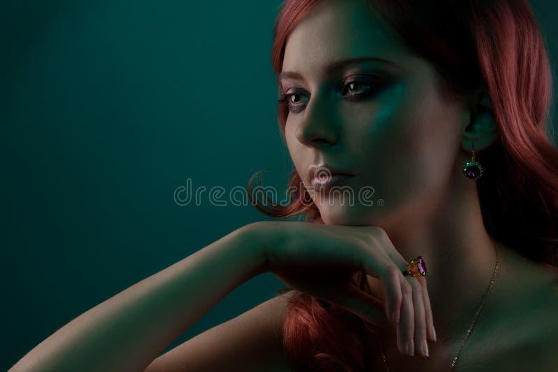 близкий портрет вверх по женщине стоковая фотография rf