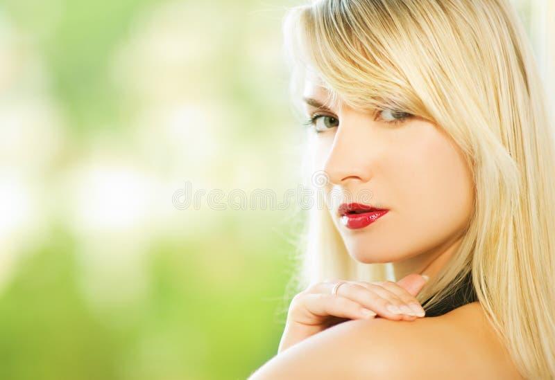 близкий портрет вверх по женщине стоковое изображение