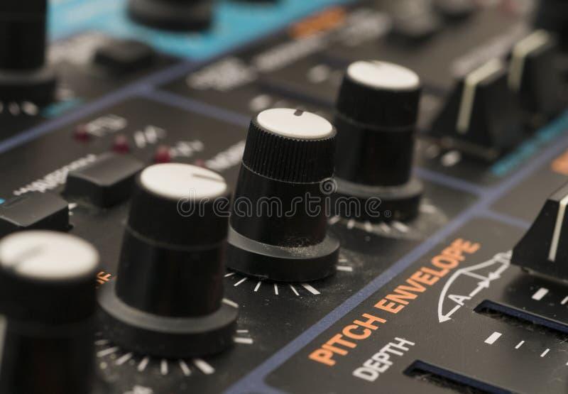 близкий синтезатор вверх стоковая фотография rf