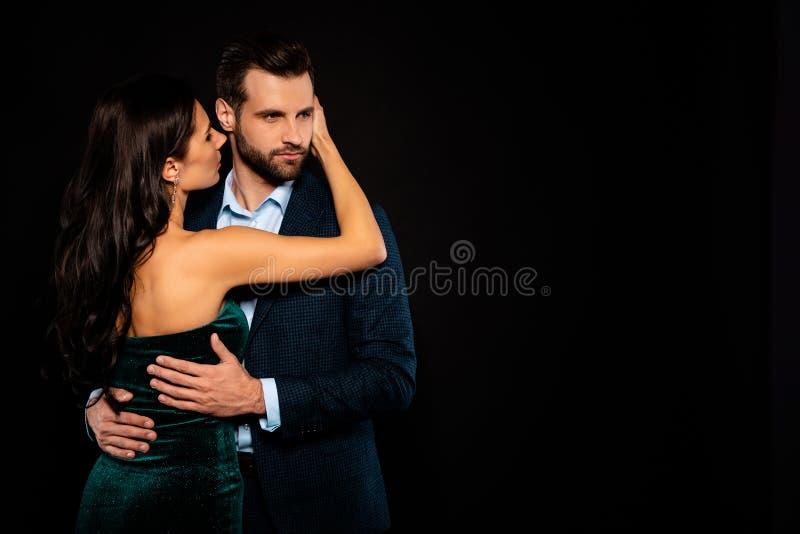 Близко вверх назад задний за фото взгляда красивым она ее жена он он его Госпожа г-н женатый супруг супруга защищает руки тонко стоковое фото