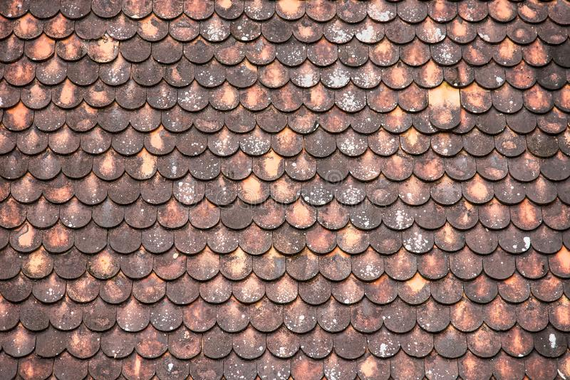 Близко вверх: Старая деревянная крыша в северном тайском виске стоковые изображения rf