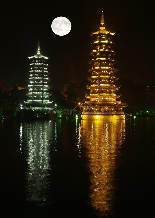 близнец pagodas стоковое фото