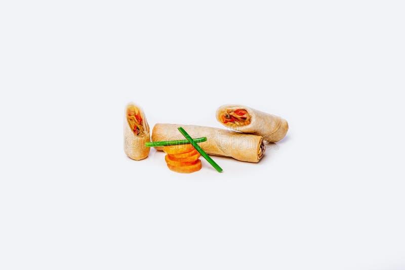 Блинчики с начинкой с овощами на белой предпосылке стоковое изображение rf