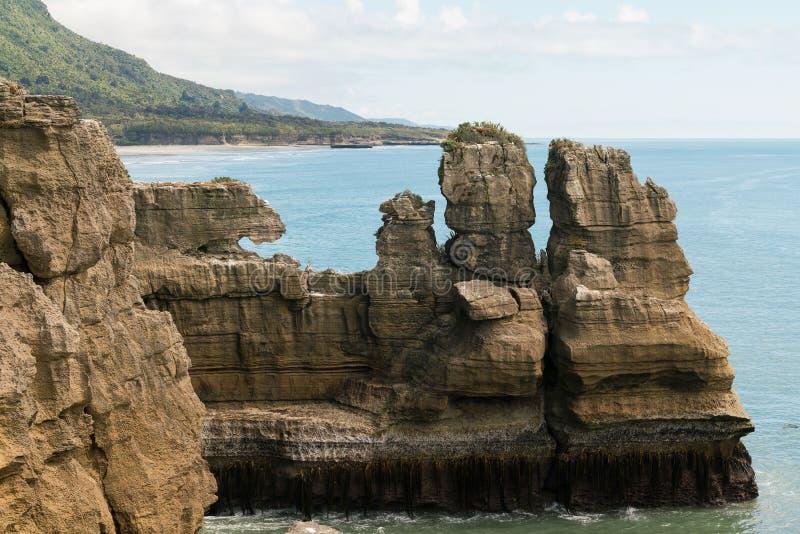 Блинчик гранд-каньона трясет Punakaiki от бдительности, западное побережье, южный остров, Новую Зеландию стоковые изображения rf