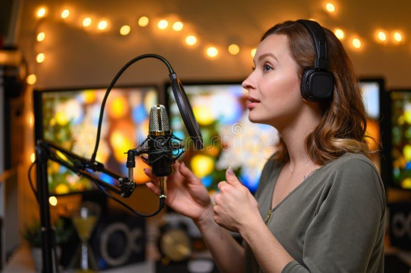 работа для девушке на радио