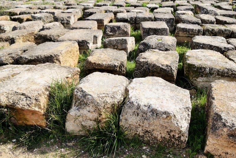 Блоки разрушенного греко-римского города, Иордания стоковые изображения rf