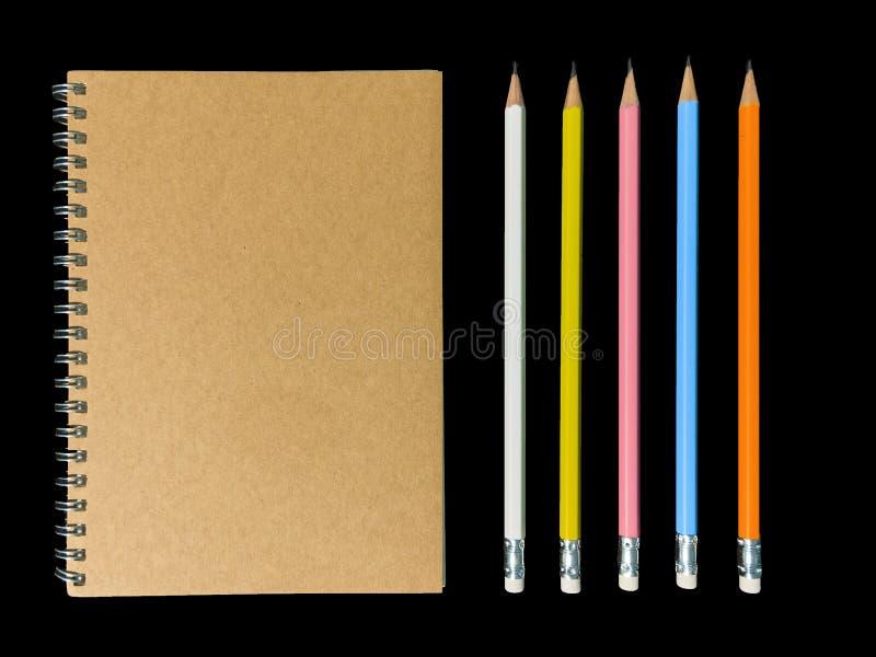Блокнот или блокнот лекции в коричневой крышке и черной головной ручке стоковое фото