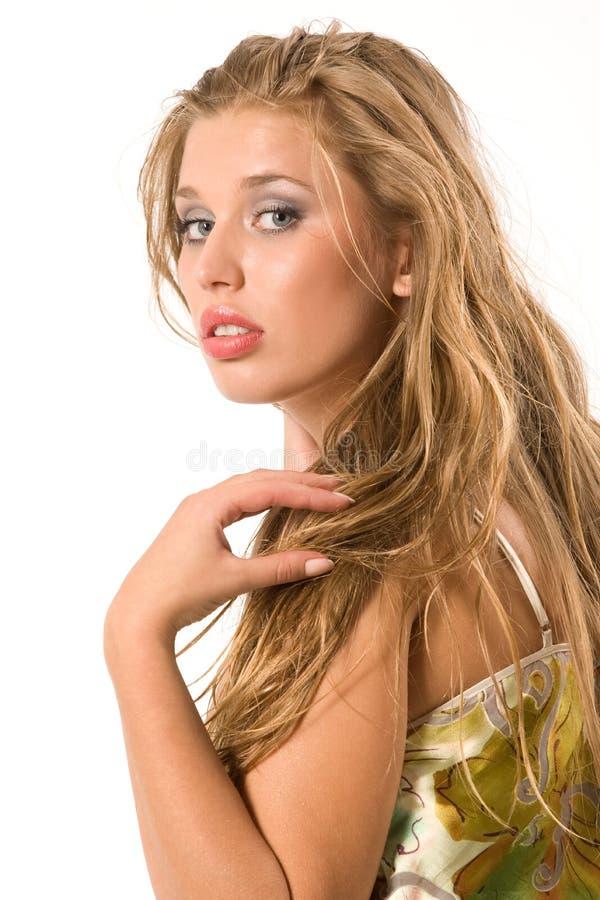 блондинкы детеныши довольно стоковая фотография