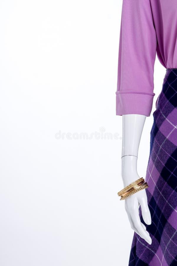 Блузка, юбка, браслеты и космос экземпляра стоковые фото