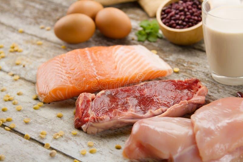 Богатая Nutrient еда рыб, мяса, яичек и молока стоковые изображения