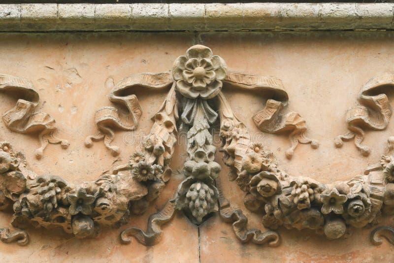Богато украшенная архитектура на покинутом викторианском Orangery на парке Panshanger в Великобритании стоковое фото rf