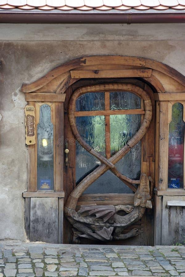 Богато украшенная дверь с деталями мастера стоковое изображение rf