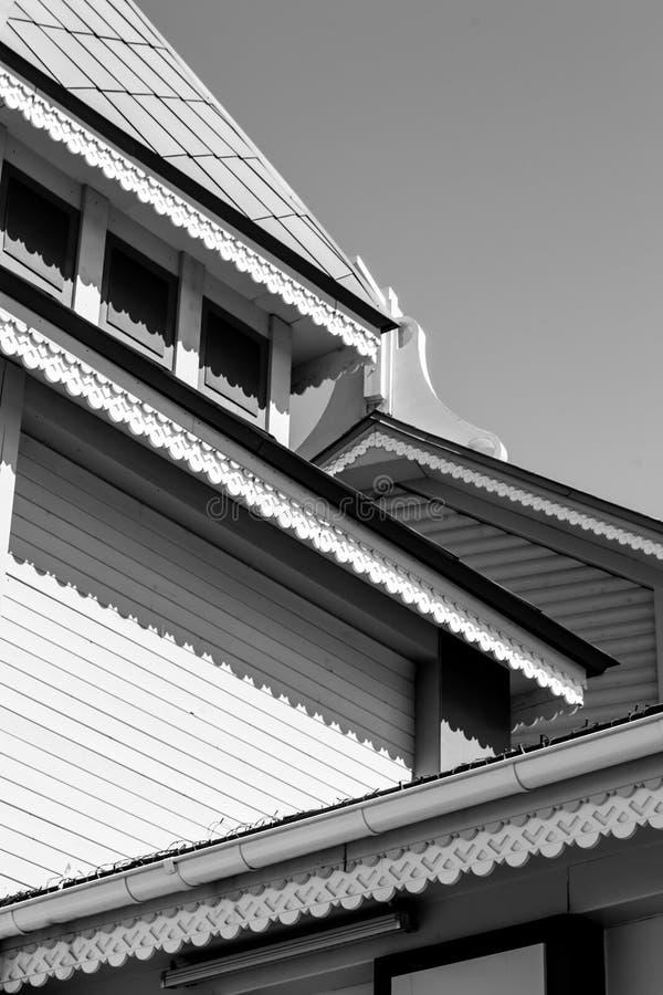 Богато украшенная выпушка крыши стоковое фото rf