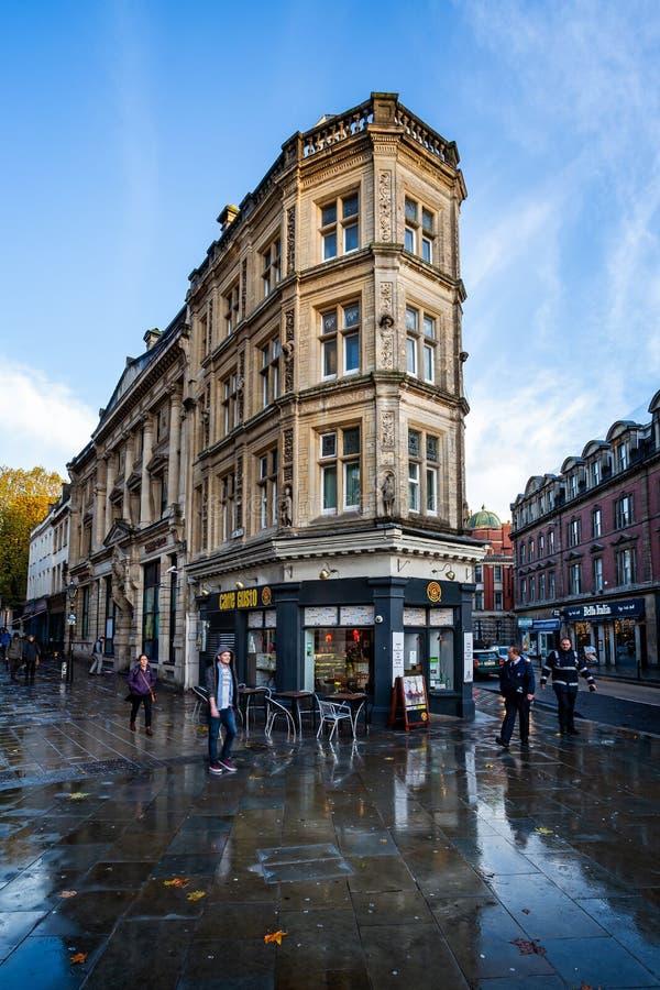 Богато украшенное здание на угле улицы Клары и улицы Baldwin в Бристоле, стоковое фото