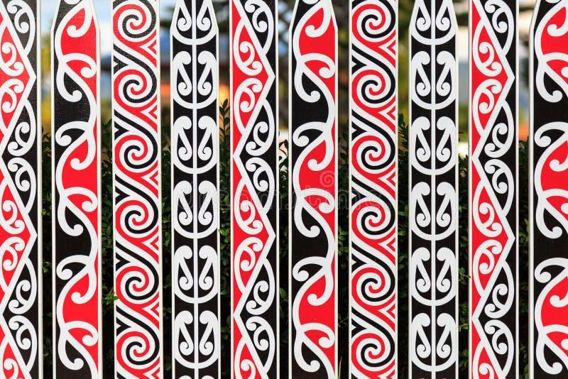 Богато украшенное fance с маорийской картиной стоковое фото