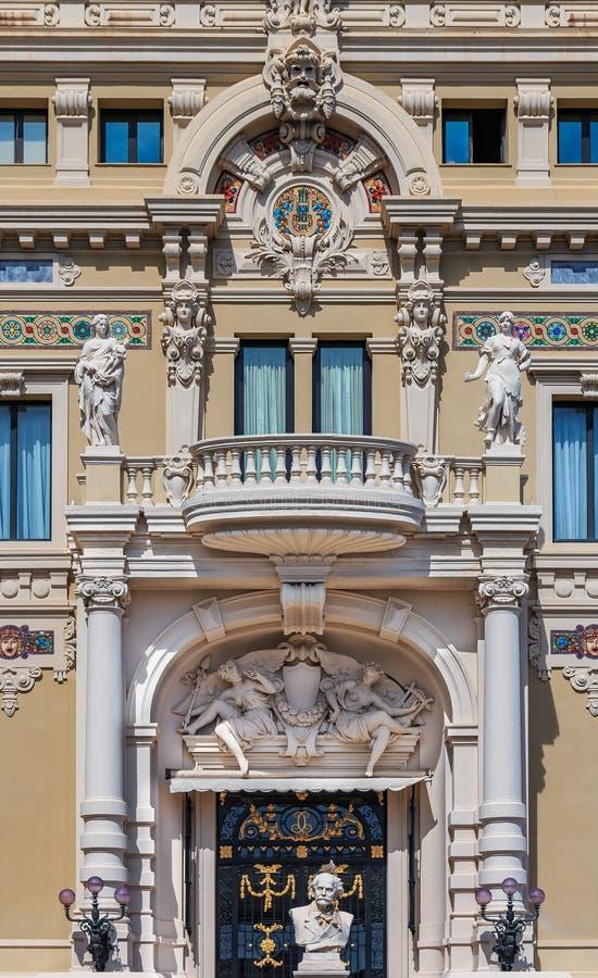 Богато украшенные изобразительные искусства вводят детали в моду известного большого казино или казино Монте-Карло в Монако на Ме стоковые фотографии rf