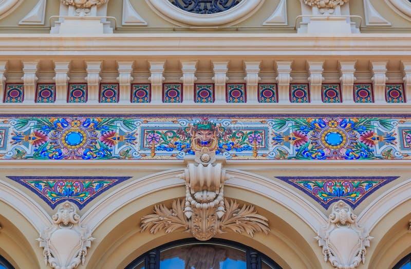 Богато украшенные изобразительные искусства вводят детали в моду известного большого казино или казино Монте-Карло в Монако на Ме стоковые изображения