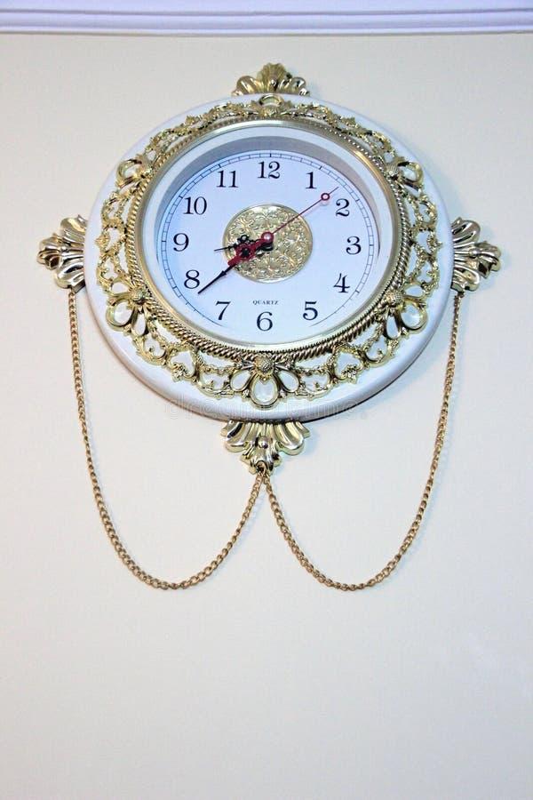 Богато украшенные настенные часы стоковые фотографии rf