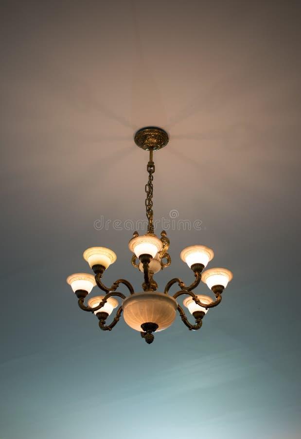 Богато украшенные потолочные освещения стоковое фото