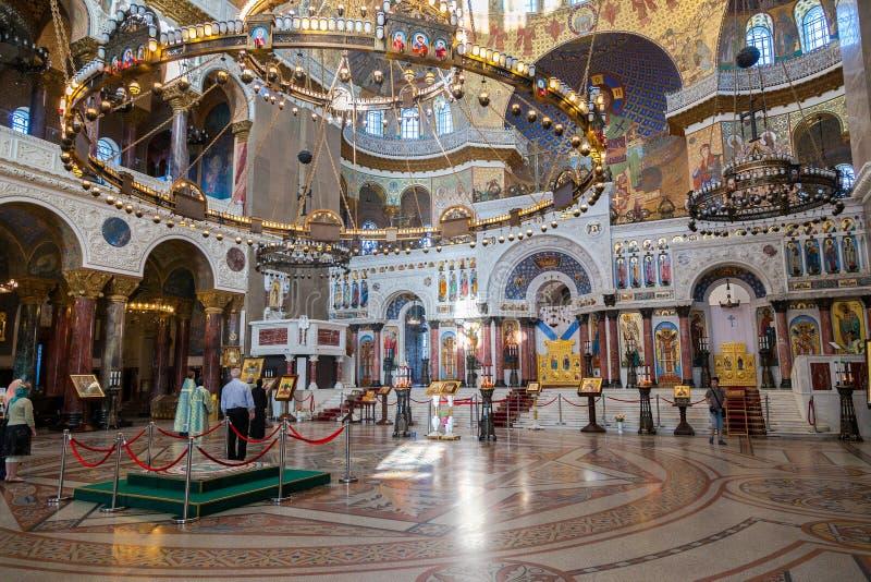 Богато украшенный интерьер военноморского собора St Nicholas в Kron стоковые фотографии rf