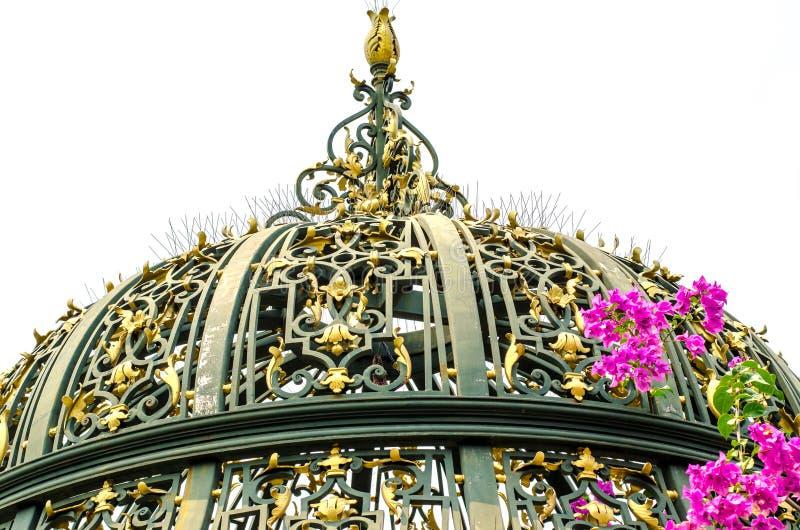 Богато украшенный купол дворца стоковые фотографии rf