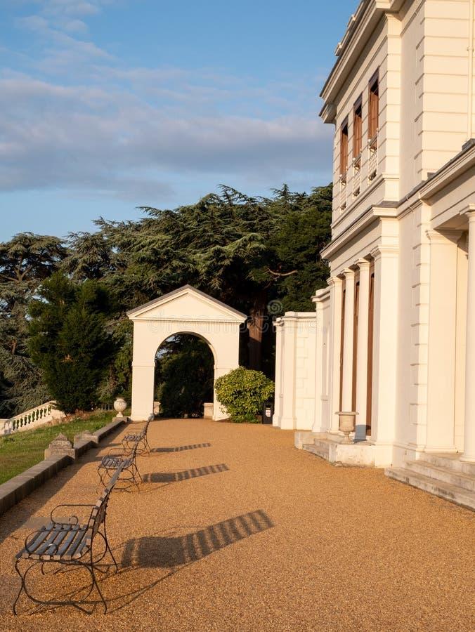 Богато украшенный свод на заново восстановленных парке Gunnersbury и музее на имуществе Gunnersbury, западном Лондоне Великобрита стоковые фото