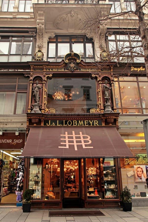 Богато украшенный фасад магазина Lobmeyr в вене, Австрии стоковые фото