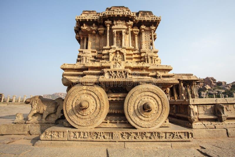 Богачи высекли каменную колесницу внутри виска Vittala в Hampi, Karnataka, Индии стоковое изображение rf