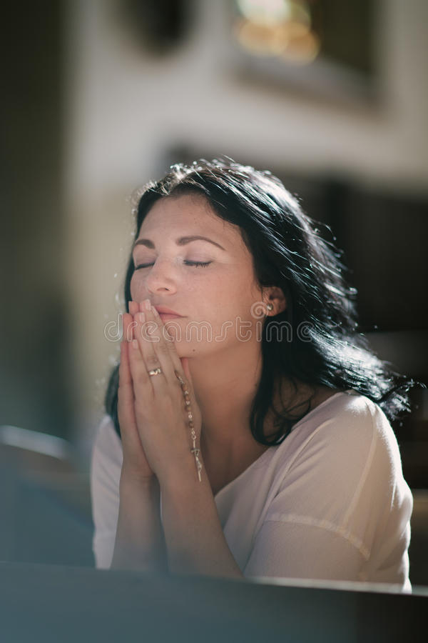 бог моля к женщине стоковые фотографии rf
