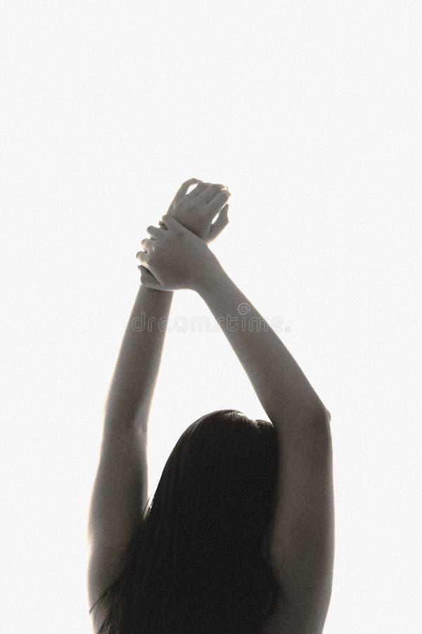 Бодрствование девушки вверх в утре без одежд стоковое изображение