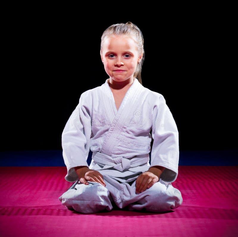 Боец айкидо маленькой девочки стоковое фото