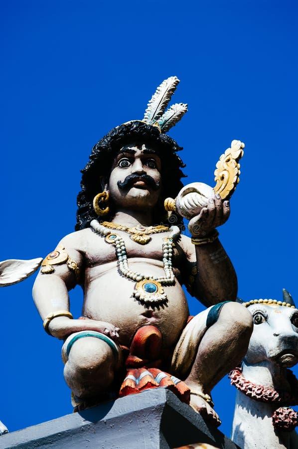 Божества статуи индусские на крыше виска в пределах Batu выдалбливают Batu выдалбливает - комплекс пещер известняка в Куалае-Лумп стоковое фото