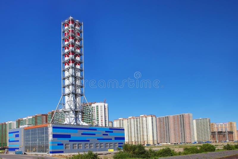 Боилер печной трубы современный промышленный, завод топления района стоковое изображение