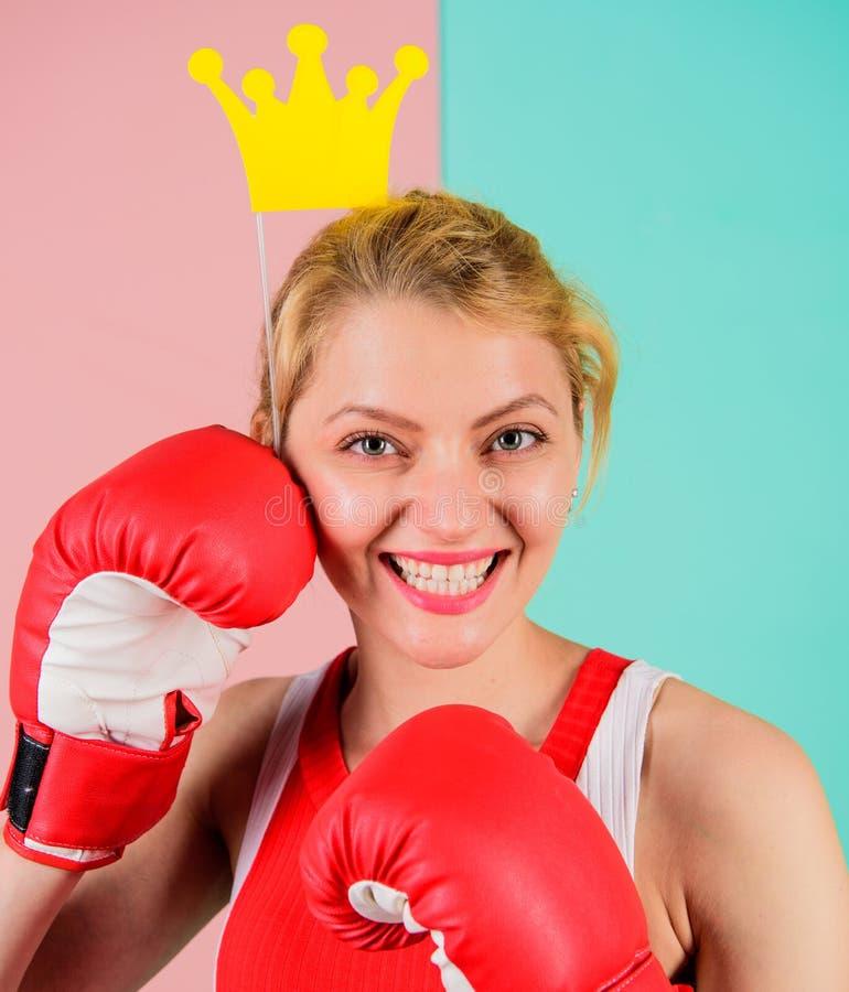 Бой для успеха Спортзал VIP Воюя ферзь Символ перчатки и кроны бокса женщины принцессы Ферзь спорта Станьте самый лучший стоковое фото