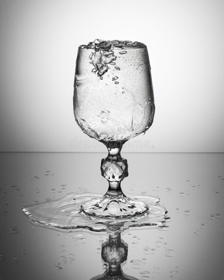 Бокал с сверкная водой стоковое фото rf