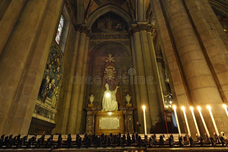Боковая часть алтара собора Ареццо предназначенная к St Donatus, ваянному в мраморе художниками флорентийских, Aretine и Sienese стоковое фото