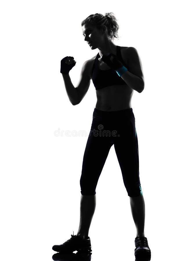 Бокс боксера позиции женщины kickboxing стоковое фото