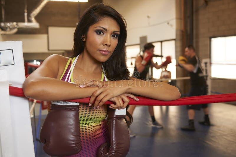 Download Бокс красоты Latina стоковое изображение. изображение насчитывающей мышечно - 40588355