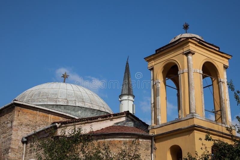 Бок о бок церковь и мечеть стоковая фотография