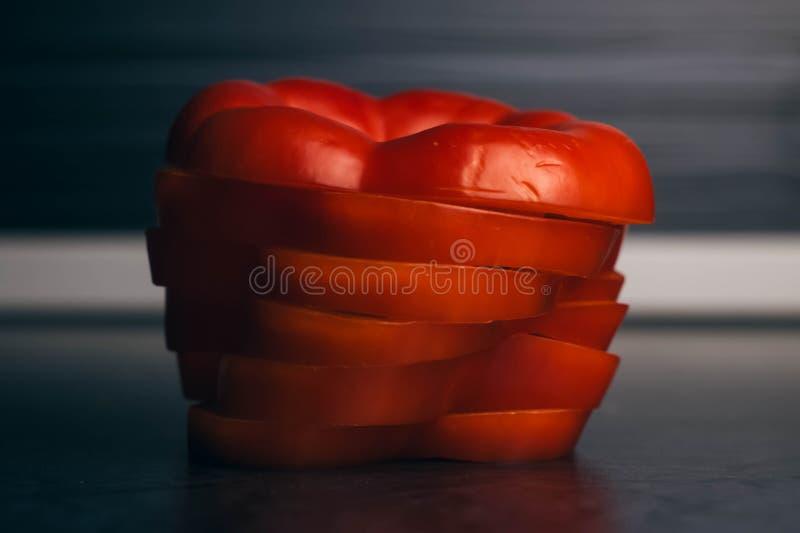 Болгарский перец Slised сладостный на расплывчатой предпосылке стоковые изображения